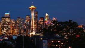 Weergeven de horizon van van Seattle, Washington bij nacht stock afbeelding