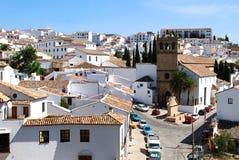 Weergeven die neer aan de kerk van Nuestro-Aalmoezenier Jesu, Ronda, Spanje kijken royalty-vrije stock foto