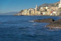 Weergeven langs de rotsachtige kust van Bogliasco, Italië royalty-vrije stock foto's