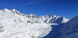 Weergeven op Aletsch gletscher Switserland stock foto's