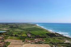 Weergeven op bewijs van rondheid van Aarde van Kouklia-heuvel Mooie vooruitzichten van Oude Kourion, Episkopi, Cyprus De toeriste royalty-vrije stock afbeeldingen
