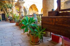 Weergeven op Buyuk Han de Grote Herberg, grootste caravanserai in Cyprus stock fotografie
