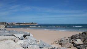 Weergeven op de Atlantische Oceaan in stad Peniche, Portugal stock videobeelden