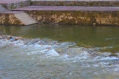 Weergeven op de Djetinja-rivier royalty-vrije stock fotografie