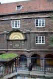 Weergeven op een historisch gebouw, zijn voorgevel en ingang in noordoostelijk van Newcastle Engeland het Verenigd Koninkrijk royalty-vrije stock afbeeldingen