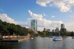 Weergeven op John Hancock Tower en Charles River in Boston stock afbeeldingen