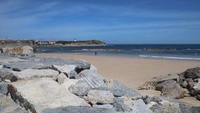 Weergeven op mooi strand in Peniche, Portugal stock videobeelden