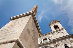 Weergeven op Obelisk bij Spaanse stappen in Rome, Italië royalty-vrije stock foto