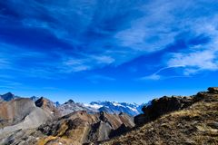 Weergeven op Torrenthorn op een zonnige de herfstdag, die de Zwitserse alpen, Zwitserland/Europa zien stock afbeelding