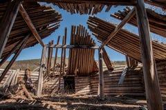 Weergeven in oude houten yurt royalty-vrije stock afbeeldingen