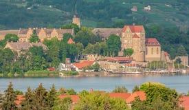 Weergeven over Aseleben en het zoete meer aan het kasteel in Seeburg in Saksen-Anhalt in Duitsland stock afbeeldingen