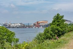 Weergeven over de baai aan de havenvoorzijde royalty-vrije stock afbeelding