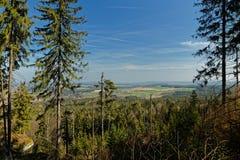Weergeven over de Fichtelgebirge-bergen in franconia stock foto's