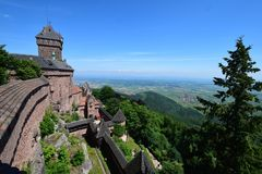 Weergeven over de kasteelmuren royalty-vrije stock fotografie