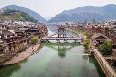 Weergeven over de oude stad van Fenghuang royalty-vrije stock foto's