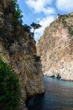 Weergeven over overzees aan de mooie lagune en de historische en archeologische advertentie Cragum Gazipasha Turkije van vestings royalty-vrije stock foto