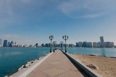 Weergeven van Abu Dhabi Skyline, Verenigde Arabische Emiraten stock afbeeldingen
