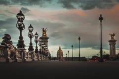 Weergeven van Alexandre III brug bij zonsondergang in Parijs royalty-vrije stock foto
