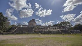 Weergeven van astronomisch waarnemingscentrum van Chichen Itza 2 stock foto's
