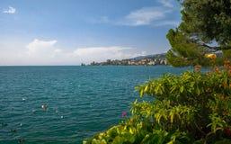 Weergeven van bergenalpen en Meer Leman in Montreux, Zwitserland royalty-vrije stock fotografie