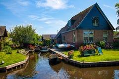 Weergeven van beroemd dorp Giethoorn met kanalen in Netherland royalty-vrije stock foto