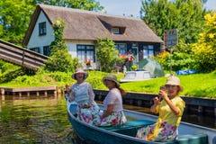 Weergeven van beroemd dorp Giethoorn met kanalen in Netherland royalty-vrije stock fotografie