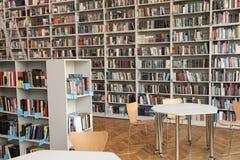 Weergeven van boekenrekken en lijsten stock fotografie