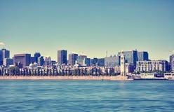 Weergeven van cityscape van Montreal, de de klokketoren en rivier van heilige Lawrence in Montreal, Quebec, Canada stock foto