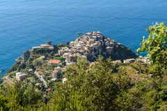 Weergeven van Corniglia van berg Cinque terre Italië stock foto