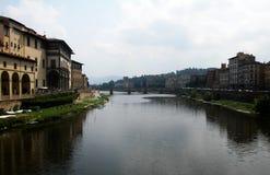 Weergeven van de Arno-rivier in Florence, Toscanië, Italië stock foto