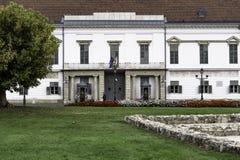 Weergeven van de belangrijkste ingang aan het Hongaarse Presidentiële Bureau - Sandor Palace Budapest stock fotografie