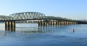 Weergeven van de brug Vancouver, Washington aan Portland, Oregon 4K stock videobeelden