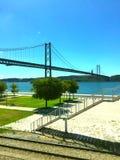 Weergeven van de brug, de zomerdag, Lissabon stock foto