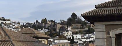 Weergeven van de deur en het paleis in Granada stock afbeeldingen
