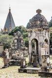 Weergeven van de grote en kleine graven van de begraafplaats van Belen stock afbeelding