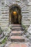 Weergeven van de ingang in steen in de vorm van een boog stock fotografie