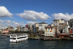 Weergeven van de Karaköy-Pijler van de Galata-Brug stock foto