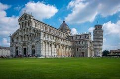 Weergeven van de Kathedraal Santa Maria Assunta van Pisa op het Vierkant van Mirakelen in Pisa, Toscanië, taly stock afbeelding