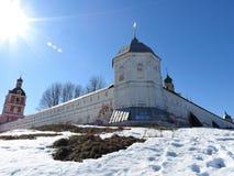 Weergeven van de Kathedraal van de Veronderstelling van Heilige Maagdelijke Mary in Goritsky-Veronderstellingsklooster in peresla stock fotografie