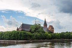 Weergeven van de Kathedraal waar het graf van Immanuel Kant, Kaliningrad, Rusland wordt gevestigd stock afbeelding