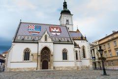 Weergeven van de kerk van het beroemde St Teken in hogere stad Zagreb, Kroatië stock afbeelding