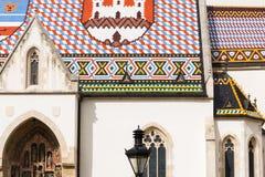 Weergeven van de kerk van het beroemde St Teken in hogere stad Zagreb, Kroatië stock afbeeldingen