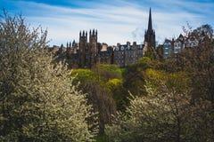Weergeven van de Koninklijke Mijl in de Lente, Edinburgh, Schotland, het UK royalty-vrije stock fotografie