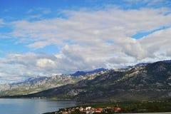 Weergeven van de kust van Dalmatië in Kroatië stock afbeeldingen