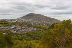 Weergeven van de Mishennaya-Berg, Petropavlovsk-Kamchatsky, Rusland stock afbeelding