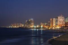 Weergeven van de nacht Tel Aviv en en kustwateren van het Middellandse-Zeegebied royalty-vrije stock afbeelding
