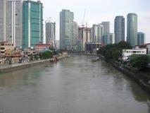 Weergeven van de Pasig-rivier van een brug, Makati-stad, Filippijnen royalty-vrije stock afbeelding