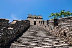 Weergeven van de ruïnes van de Grote Muur van China bij Mutianyu-sectie in noordoosten van centraal Peking stock afbeelding