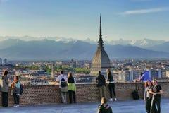 Weergeven van de stad en de iconische Mol Antonelliana van een panoramisch terras stock foto