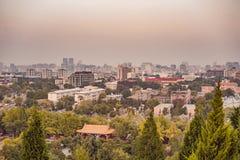Weergeven van de stad van Peking van een hoogte China stock afbeeldingen